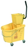 35 quart bucket with side press wringer